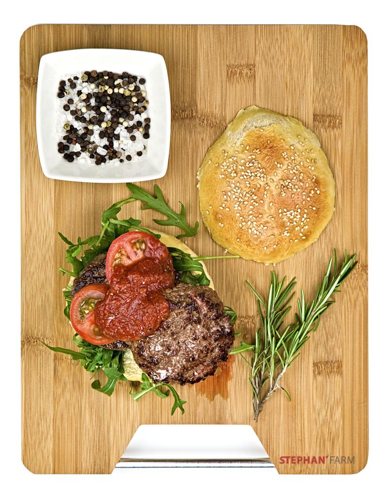 Wagyu Burger mit Rukola und BBQ Soße